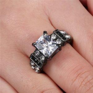 Women's Wedding Ring Size: 9